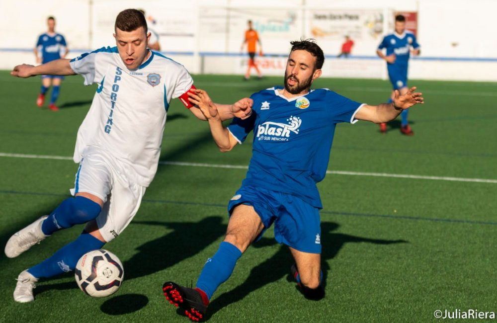 Sant Lluis tackles CF Sporting de Mahon player