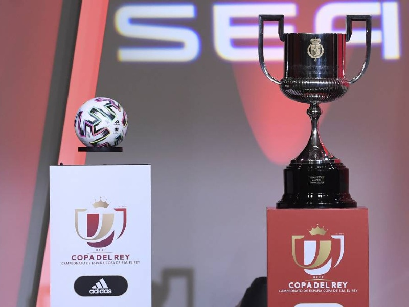 Copa del Rey trophy sitting next to a match ball