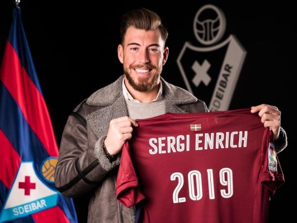 Football player Sergi Enrich holding an SD Eibar shirt