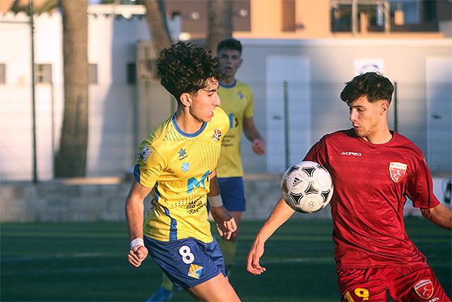 Atletic Villacarlos youth player