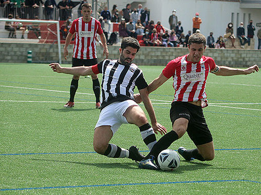 CE Mercadal and CE Alaior players compete for the ball