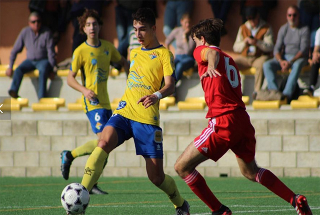 Atletico Villacarlos youth player in a game